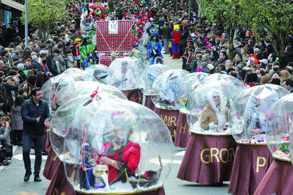DIFERENTES momentos del desfle de Carnaval celebrado este año - FOTO: ecg