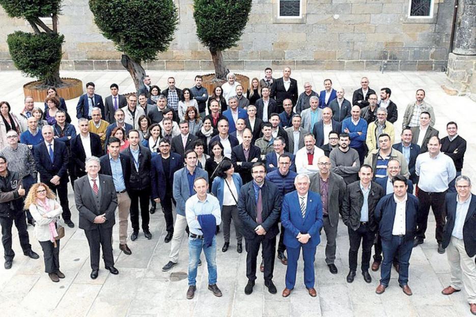 FOTO DE FAMILIA de los participantes en la asamblea de la Conferencia de Rectores de Universidades Españolas celebrada esta semana en la capital gallega