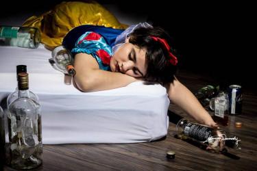Blancanieves, alcoholismo - FOTO: Shannon Dermody