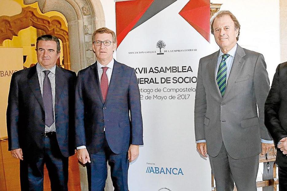 Emilio Pérez Nieto, por la izquierda, Ignacio Osborne, Alberto Nuñez Feijóo, Victor Nogueira y Juan Carlos Escotet en la asamblea de la Asociación Gallega de la Empresa Familiar