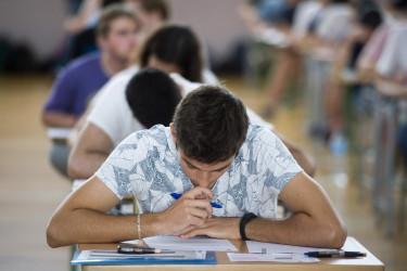 Los estudiantes se encuentran satisfechos con la educación que han recibido en su colegio o instituto - FOTO: EFE