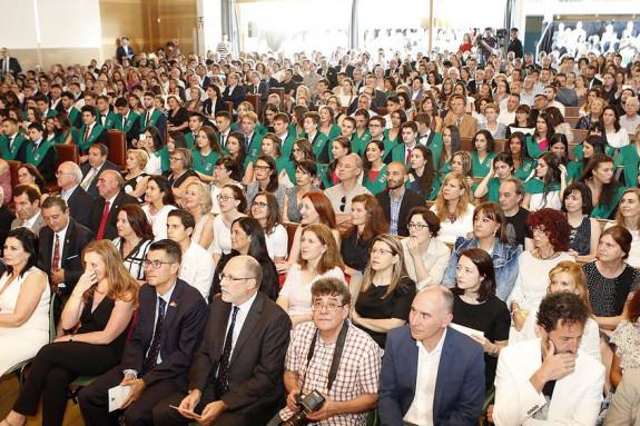 ASISTENTES AL ACTO de despedida de los alumnos del colegio Manuel Peleteiro celebrado esta semana en las instalaciones del centro educativo.  - FOTO: Antonio Hernández