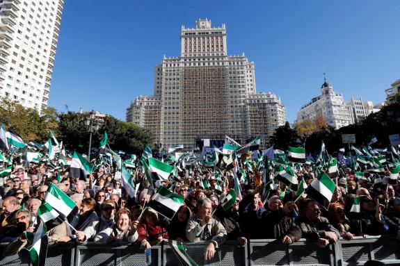Movilización de los extremeños en Madrid en demanda de un tren digno para la región - FOTO: EFE/ Juan Carlos Hidalgo