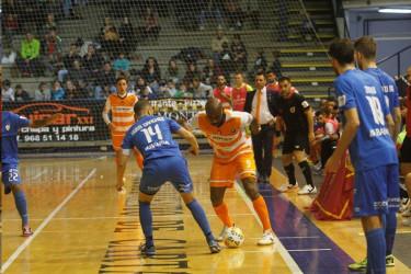 Un momento del partido disputado hoy entre Romero Cartagena y Santiago Futsal - FOTO: S. Futsal