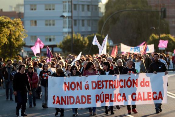 Asociaciones de pacientes y vecinales protagonizaron este sábado una protesta en defensa de la sanidad pública - FOTO: Efe