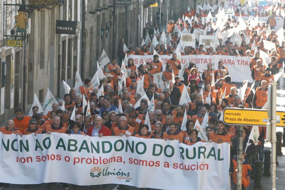Cabecera de la manifestación que recorrió Santiago - FOTO: Antonio Hernández