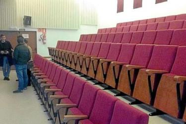 Auditorio de Bertamiráns, reformado con el POS, que ayer acogió Cinema Crianza - FOTO: C.A.