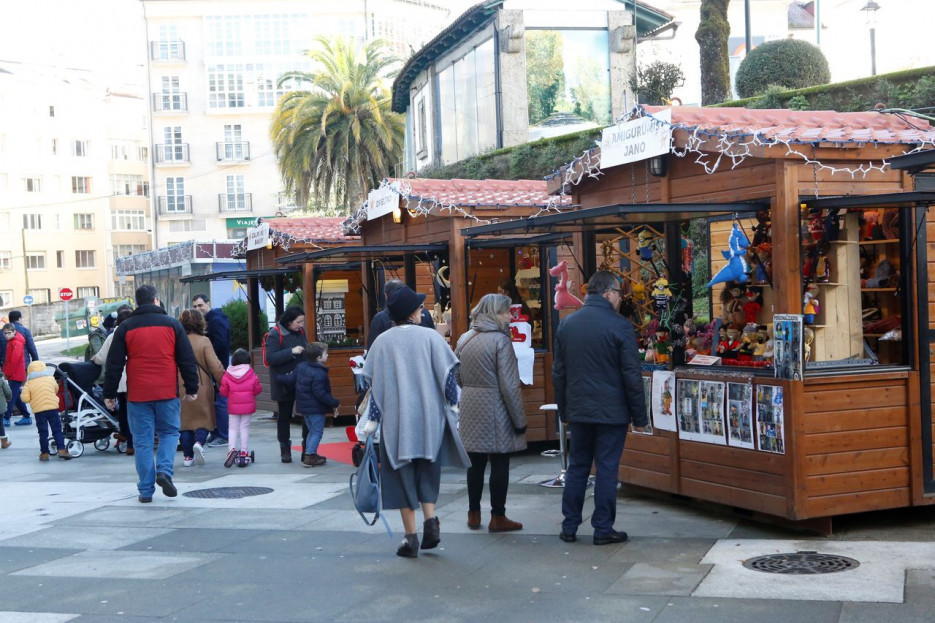 El Mercado de Nadal permanece instalado en Carreira do Conde desde principios de diciembre  - FOTO: Antonio Hernández