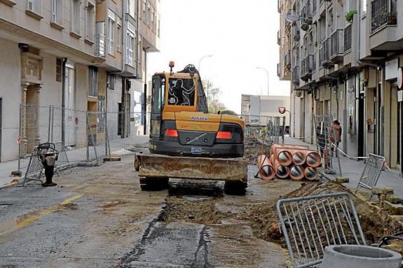 En Boiro se pusieron en marcha las obras de urbanización integral de la calle Francisco del Río - FOTO: Suso Souto