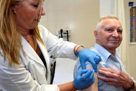 Vacunación contra la gripe en un ambulatorio de A Estrada. Foto de archivo. - FOTO: SANGIAO