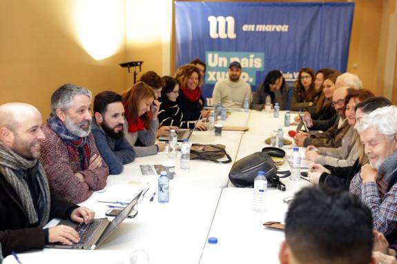 Participantes ayer en el Consello das Mareas, con su portavoz, Villares, a la izquierda - FOTO: Efe