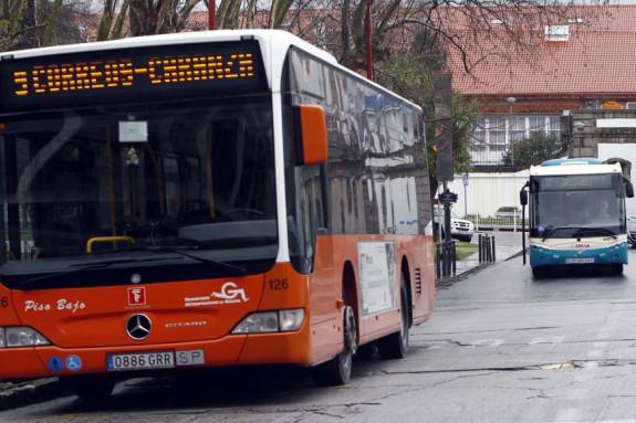 LÍNEAS Buses en el centro de Ferrol, con escasos enlaces con el rural - FOTO: KIKO DELGADO