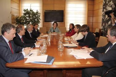 La conselleira Ethel Vázquez, tercera por la derecha, en la reunión celebrada este martes en Madrid - FOTO: Xunta