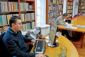 El gobierno noiés trata de mejorar la biblioteca - FOTO: M.G.