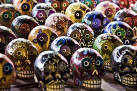 Calaveras cerámicas vendidas como adornos