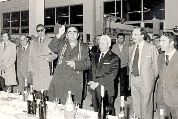 El sacerdote Raimundo García Veiga, a su lado José Manuel Caeiro, y a la derecha de la foto, Manuel Caeiro - FOTO: ECG