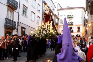 Procesión de la Virgen de los Dolores recorriendo el año pasado las rúas del casco histórico  - FOTO: Antonio Hernández