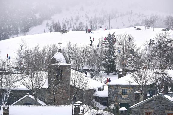 18/03/2018.- Vista de la región de O Cebreiro cubierta por la nieve - FOTO: EFE