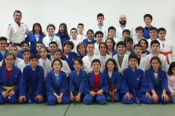 Participantes en la concentración en la que el Compostela Judo fue anftrión - FOTO: CJC