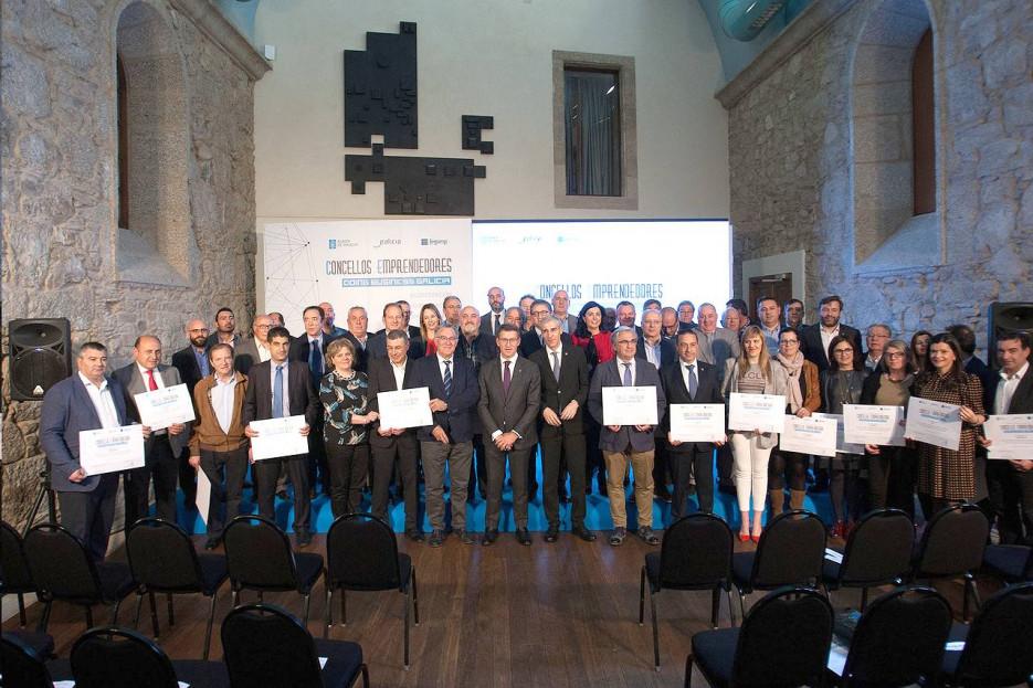 El titular de la Xunta presidió el acto de entrega de acreditaciones a los municipios emprendedores - FOTO: Xunta