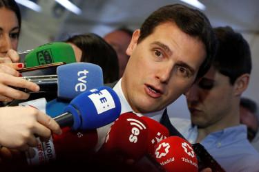 El líder de Ciudadanos, Albert Rivera, atendiendo a los medios del jueves 19 de abril en Madrid - FOTO: EFE/Javier Lizón