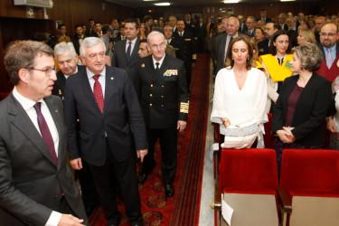 Feijóo, ayer, durante el acto de imposición de becas en la Teniente General Barroso. - FOTO: ECG