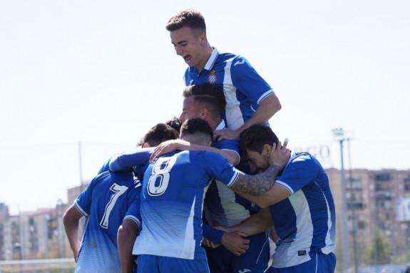 Los jugadores del Espanyol B celebran un gol en su camino hacia el título - FOTO: RCDE