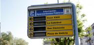 Panel de tráfico averiado en el centro de Santiago