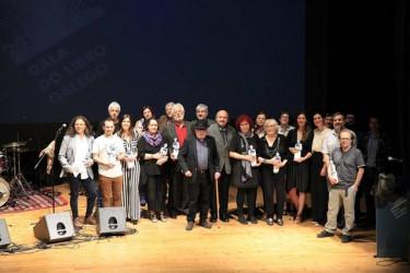 Los premiados en la Gala do Libro Galego   - FOTO: ASOCIACIÓN DE ESCRITORES EN LINGUA GALEGA