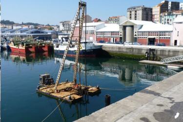 Plataforma colocada por Portos para iniciar la instalación del nuevo pantalán - FOTO: Suso Souto