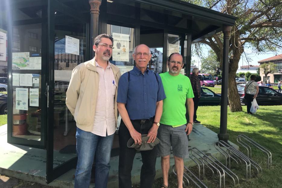 El profesor de la USC, Miguel Taín, izquierda, George Greenia, y el historiador Manuel Garrido  - FOTO: ECG