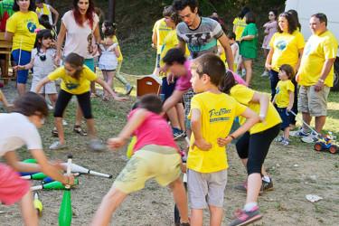 Varios cativos nun dos xogos infantís organizados na edición anterior.  - FOTO: A.S.U