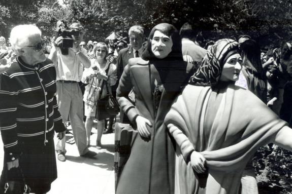 Inauguración con la participación de la tuna de la estatua de las Dos Marías en 1994. - FOTO: Manolo Blanco