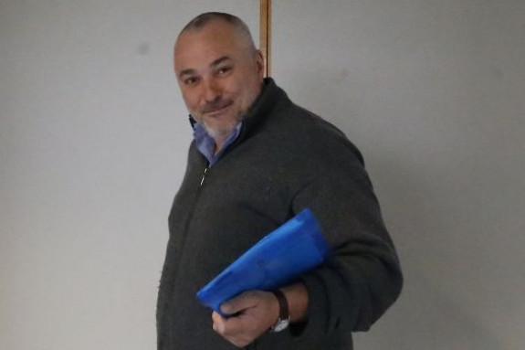 Luciano Méndez sale de una de sus aulas - FOTO: F. Blanco