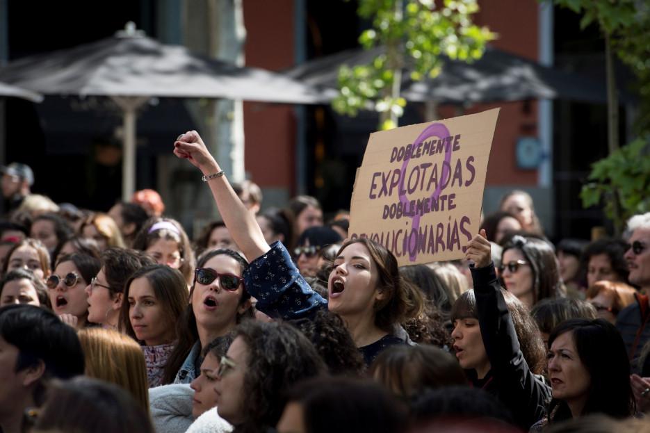 Imagen de archivo con una concentración feminista contra el fallo judicial de La Manada en la Puerta del Sol  - FOTO: Efe