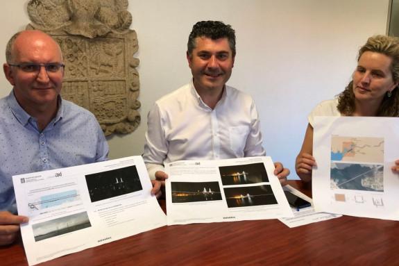 O alcalde, Santiago Freire, esquerda, Ovidio Rodeiro e a concelleira Ana García Vidal, onte - FOTO: Xunta