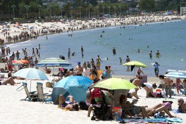 La playa de Samil (Vigo) en una foto de archivo - FOTO: Efe
