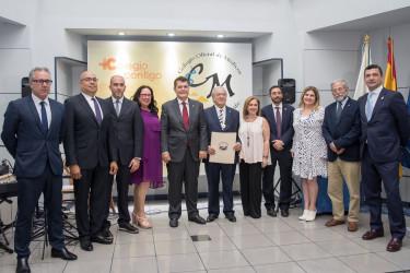 Diego Murillo, sexto por la izquierda, tras recibir el reconocimiento del Colegio Oficial de Médicos de Tenerife - FOTO: A.M.A.