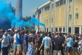 La afición de la SD Compostela rindió de nuevo un excepcional recibimiento a los jugadores en el encuentro decisivo.  - FOTO: Silvia Castiñeiras