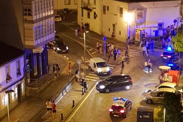 Varias patrullas de la Policía llegaron a Concheiros pasada la una de la madrugada