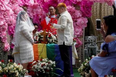 Una comunidad cristiana brinda el sacramento del matrimonio al colectivo LGTB - FOTO: EFE