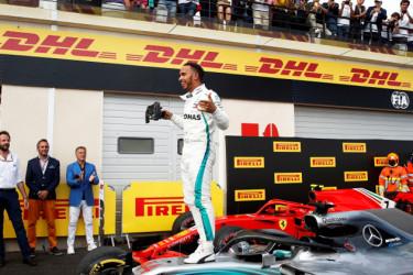 Lewis Hamilton feliz tras su victoria. - FOTO: Yoan Valat