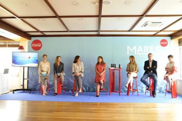 Beatriz Mato, en el centro, en el acto celebrado este lunes en A Coruña  - FOTO: Xunta