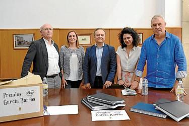 Os membros do xurado do García Barros reunidos onte no Concello - FOTO: Sangiao