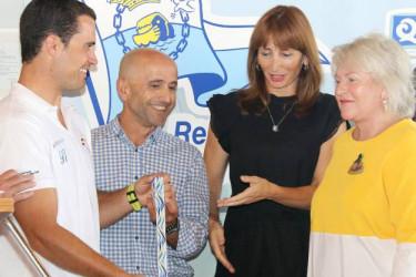 Momento de la entrega de la insignia - FOTO: Juan Caballero