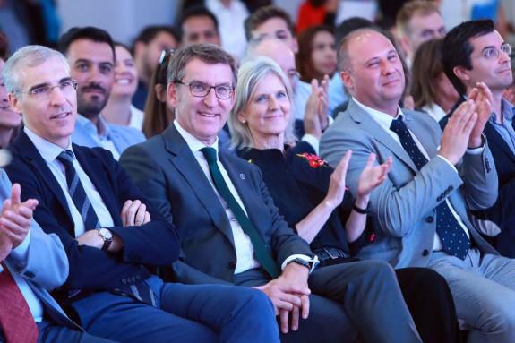 Alberto Núñez Feijóo y Francisco Conde, en el II Encontro Autónom@s de Galicia celebrado en la Cidade da Cultura.  - FOTO: Conchi Paz
