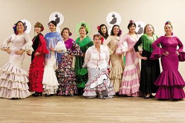 Clausura de un curso de baile flamenco con aplausos y olés