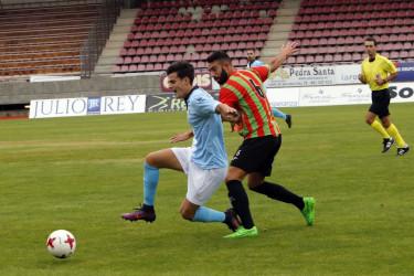 Partido disputado entre la SD Compostela y el Laracha