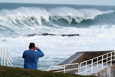 Temporal en el litoral gallego, con olas de ocho metros y aviso naranja