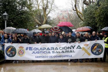 Manifestación en Santiago de agentes de Policía Nacional y Guardia Civil